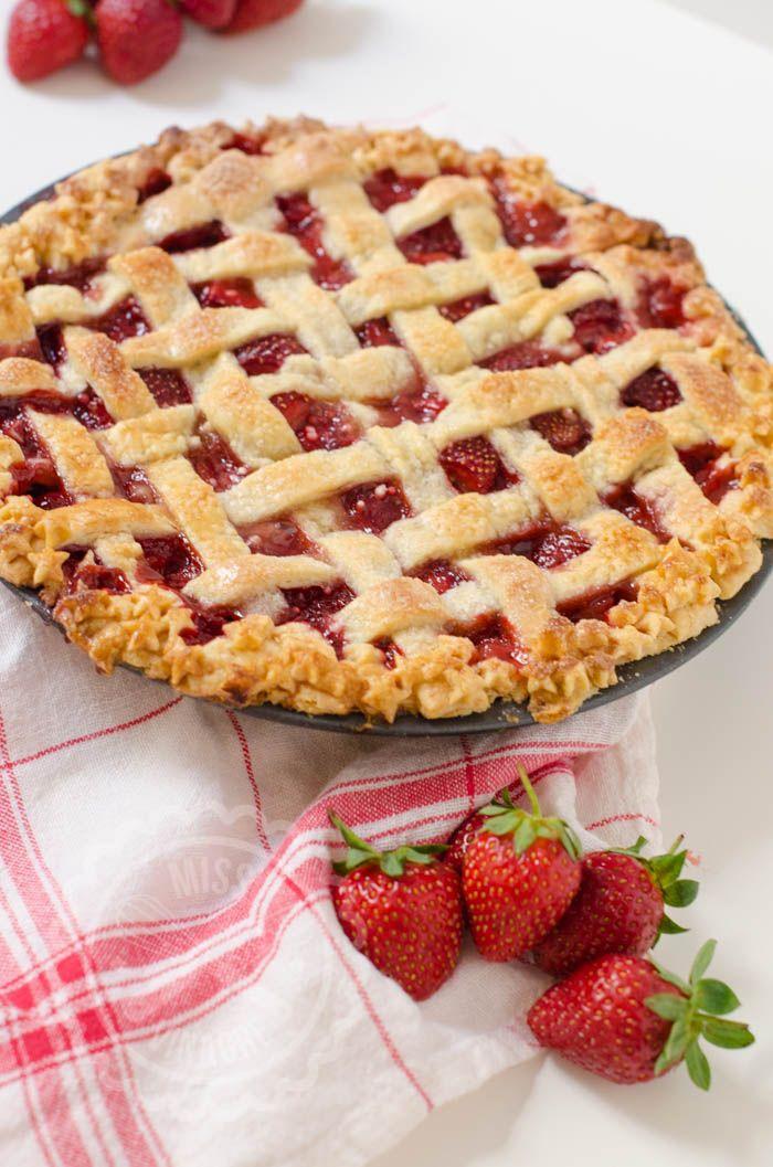 Aprende a hacer un Pastel Americano de Fresas con un lattice top, un enrejado de…