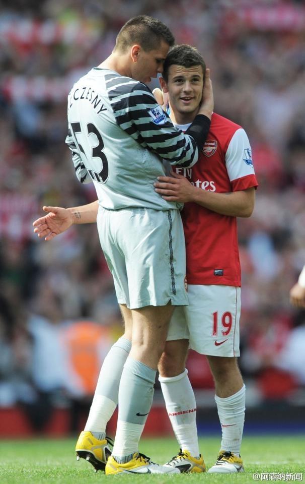 Arsenal's goalkeeper Wojciech Szczesny kisses Jack Wilshere