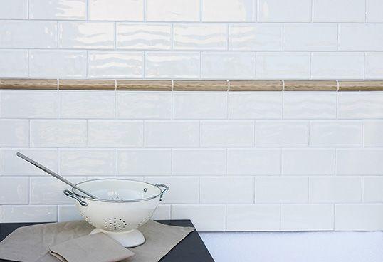 Глянцевая белая плитка под кирпич