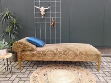 Antieke divan, oude sofa, daybed velvet velours bank bruin