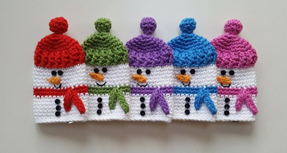 Aw dont these guys look so cute?! Everybody needs a little snowman keycosy to keep their keys under wraps. These would be great stocking fillers.  How to use? Attach your keys to the keyring inside the snowman keycosy. Pull the pompom on the snowmans hat upward and watch the keys disappear inside the keycosy. Its Magic!! Certain coloured snowmen are made and ready to ship. If you would like a snowman made in an out-of-stock colour or in a different colour, please convo me. Please allow 3…