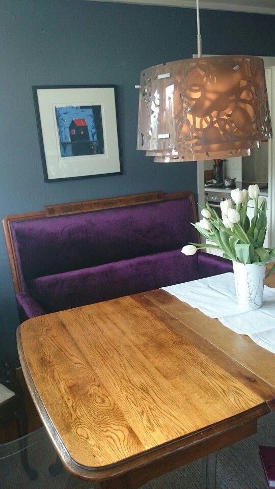 Sofa i lilla speilfløyel