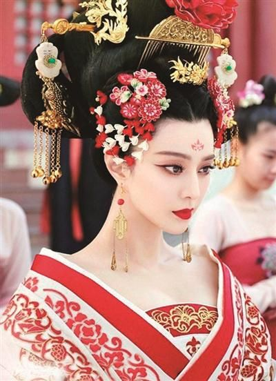 """ヤマダトモコ[神奈川-神保町近辺] on Twitter: """"RT @somenotoko: http://t.co/eHZ3BYeEJb 美しくて残酷な則天武后で中国で若手ナンバーワンのファンビンビンの宮廷コスプレと歴史を楽しむ写真展 http://t.co/z08RCP84PP"""""""
