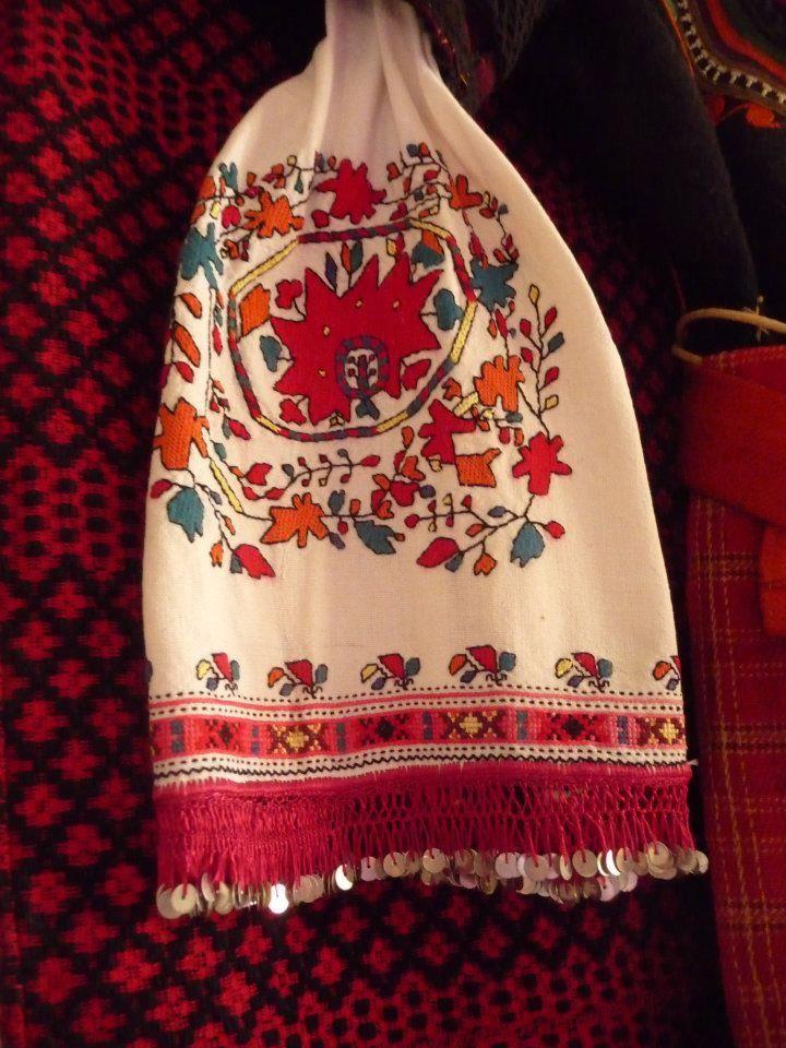 Embroidered kerchief. From the Samokov region (Bulgaria).