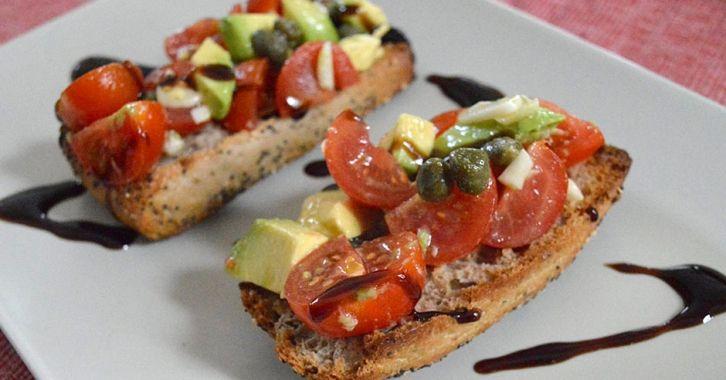 Μπρουσκέτες ντομάτα & αβοκάντο με κρέμα βαλσάμικου - Tomato & avocado balsamic bruschetta