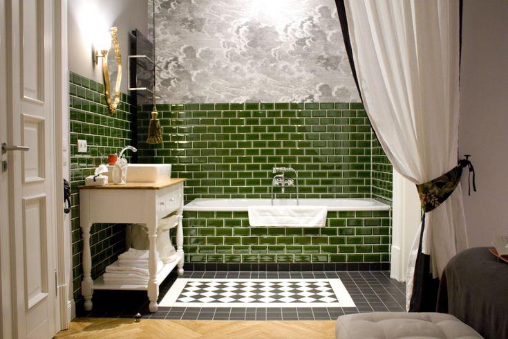 Green Tiles, Bathroom || Gorki Apartments Berlin