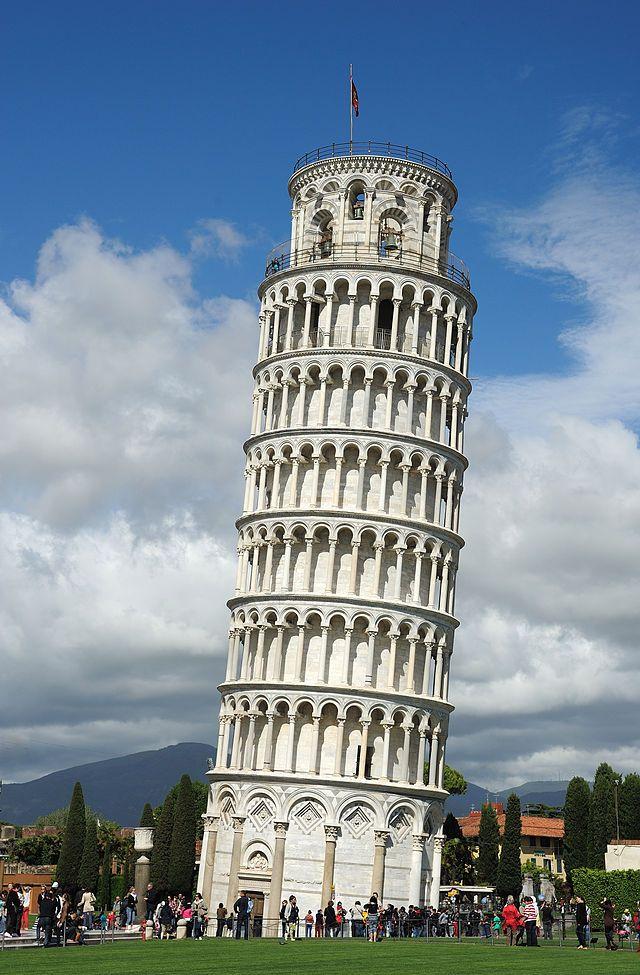 foto de A torre inclinada de Pisa que é a Torre do Sino da