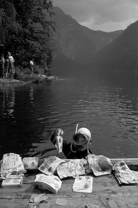 Erich Lessing  AUSTRIA. Lake Toplitz.  The case of the counterfeit-Pounds:In 1944