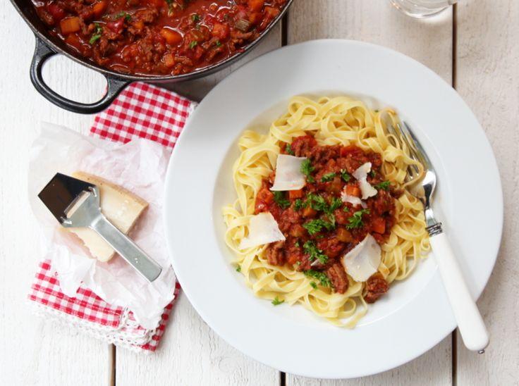 RAGÙ ALLA BOLOGNESE - PASTA BOLOGNESE. God saus, fantastisk å ha fryseren. Kan brukes til å lage lasagne, suppe og shepherd's pie