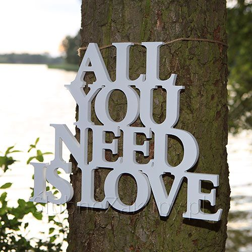 NAPIS drewniany All You Need Is Love