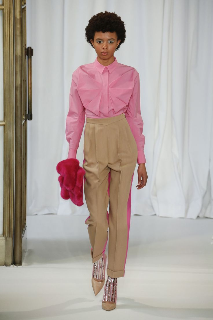 Delpozo Fall 2018 Ready-to-Wear Collection, Look 6. Fabulous design on the shirt. And pink never hurts.