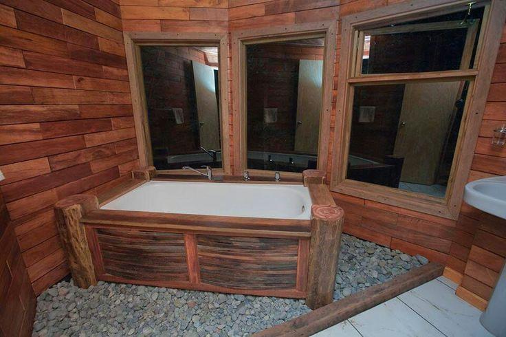 baño rustico de cabaña torre #construcciones sustentables #puerto varas #reciclaje #maderas recicladas #spa