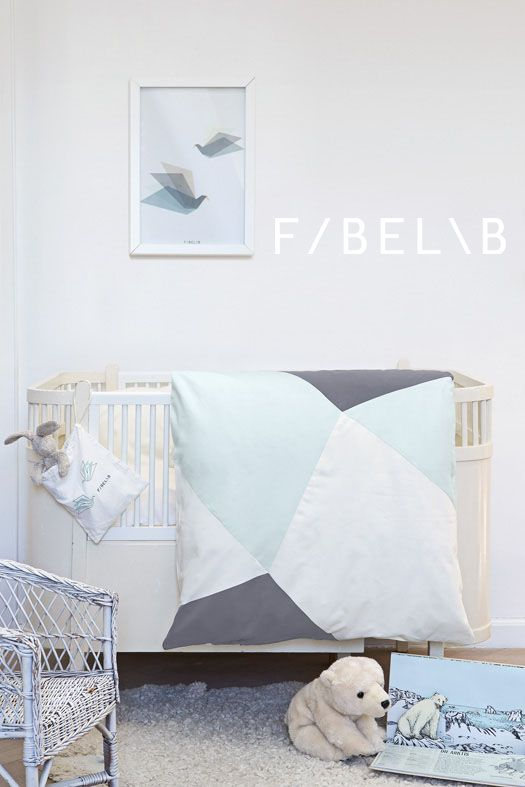 SLEEPY BABY JADE organic bedding set for babies in beautiful colours and with a graphic patchwork pattern matching the blanket play-fold-bird Jade. Gots certified. ©fabelab 2014 foto: Patricia Weisskirchner