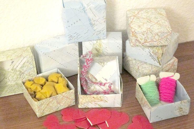 schachteln adventskalender atlas karten origami falten papier upcycling diy recycling. Black Bedroom Furniture Sets. Home Design Ideas