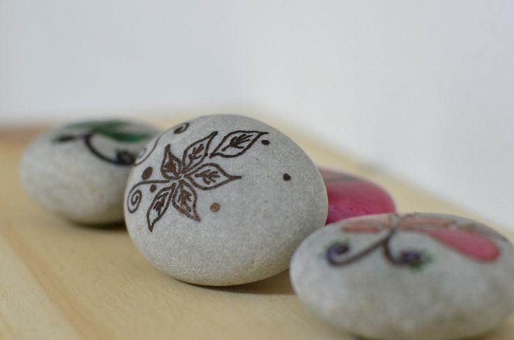 Diseño sobre piedra...me quedaron lindas ;)