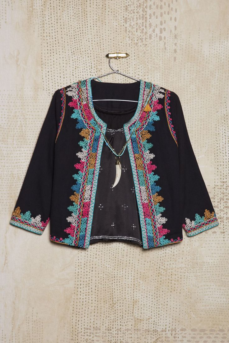 Me encantó la nueva colección Verano 16, mirá lo nuevo en Rapsodiastore.com > Saco Reni Desai