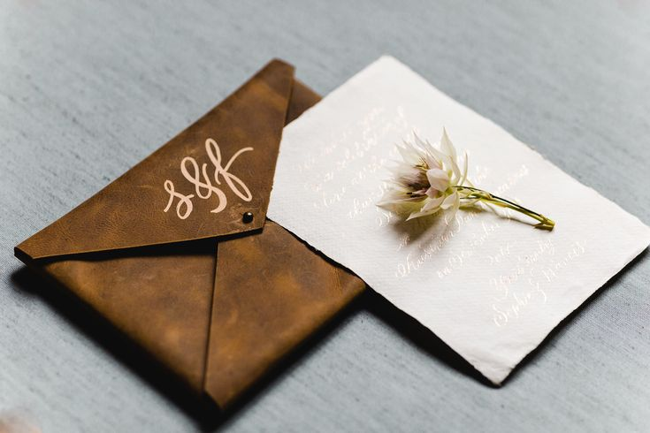 leather envelope monogram masculine wedding stationery | Photography: Daniela Porwol