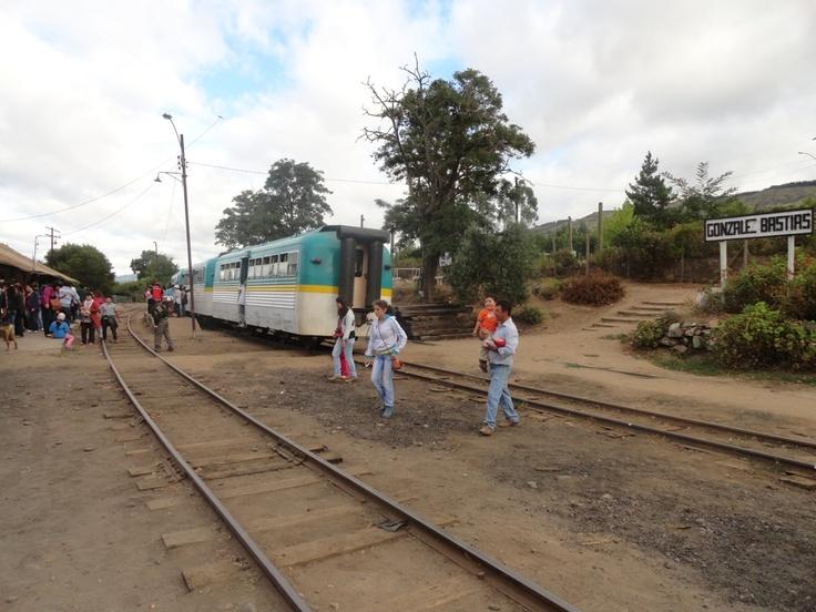 Cuarta estación: González Bastías. Aquí paramos 10 min esperando el otro tren, se puede bajar...comprar y recorrer alrededores.