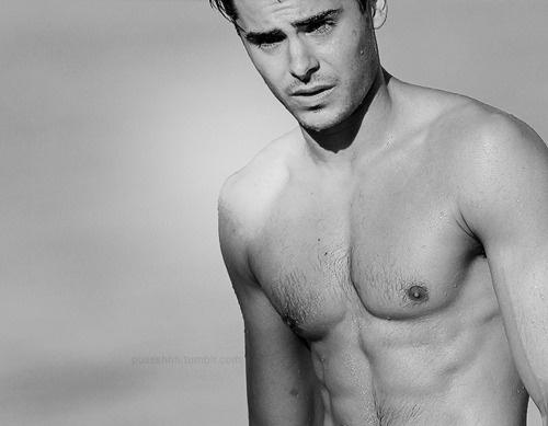 Zac Efron, nice body (!)