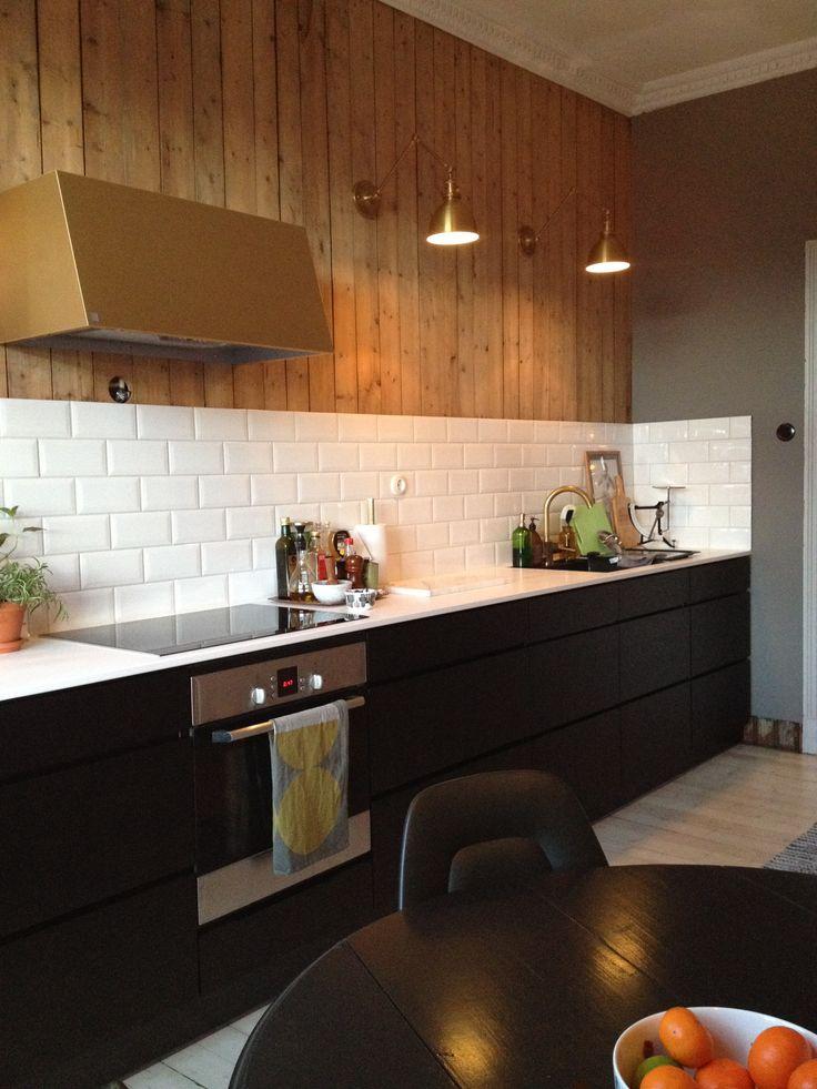 Old apartment kitchen renovation. Kvik kitchen, brass lighting by Schoolhouse electric. Brass fan hood by Røroshetta.