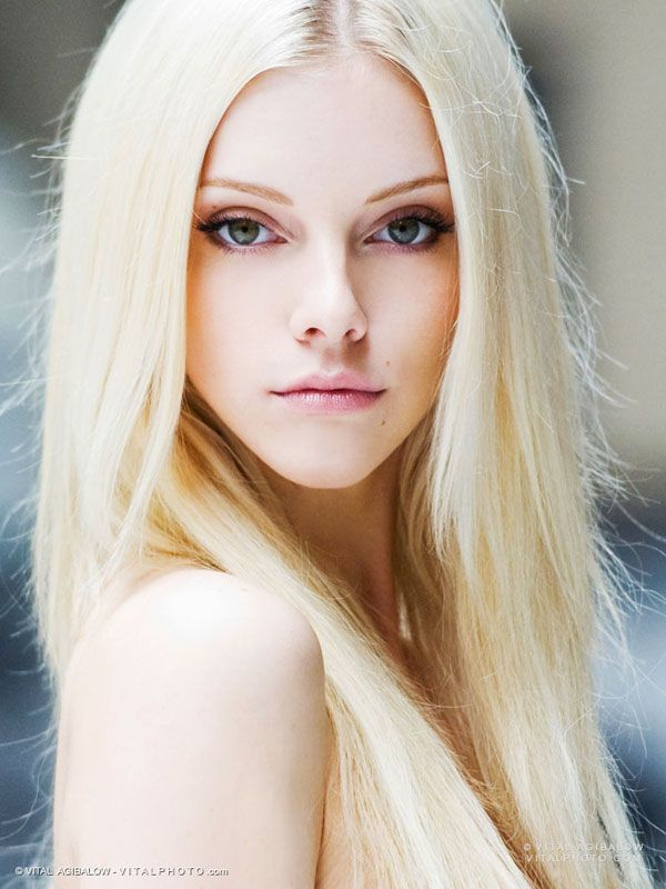 """ELLE EVANS (Lindsey Gayle Evans) most notable for her appearance in Robin Thicke's music video """"Blurred Lines"""". Photographed by VITAL AGIBALOW for HENSEL – vitalphoto.com Blog"""