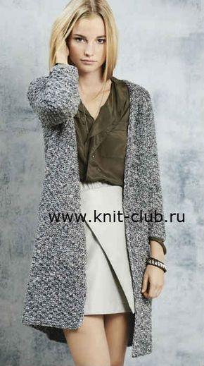 Серое вязаное пальто спицами