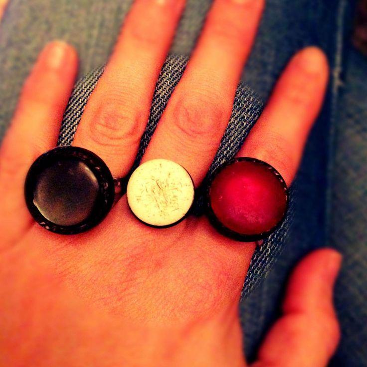 Diy: maak van oude knopen mooie ringen #ring #knopen #knoop #ringen #button #diy