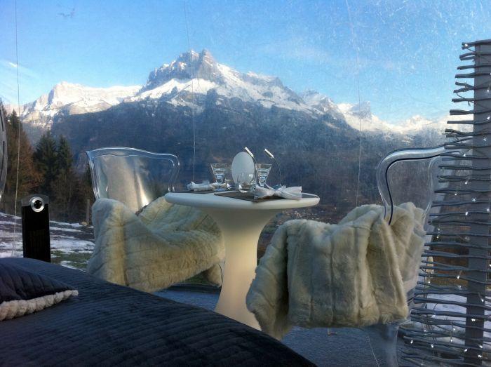 Nuit insolite sous une bulle transparente en alpage - idée cadeau pour couple