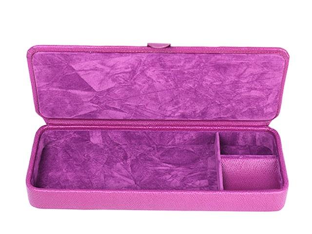 Caja de piel para guardar cositas. Su interior está dividido en tres apartados. Perfecta para usar como vacía bolsillos