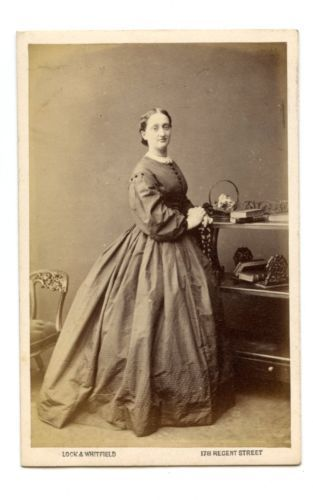 1860s WOMAN HUGE CRINOLINE DRESS CDV PHOTO CARTE DE VISITE REGENT STREET