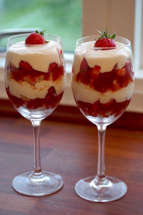 God mad og søde sager: Jordbær-trifli m. makroner