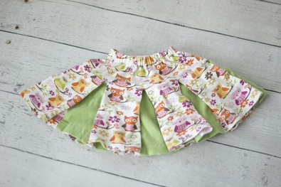 Free little girl's pleated skirt pattern with video tutorial.: Girl Skirts, Creative Sewing Skirts, Sewing Projects, Girls Skirts, Kids Cloth Skirts, Crafts Sewing, Sewing Tutorials, Pleated Skirts
