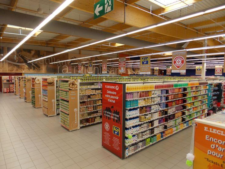 Uniformisation de toute la signalétique du magasin selon le même code couleur © Pub Colaut
