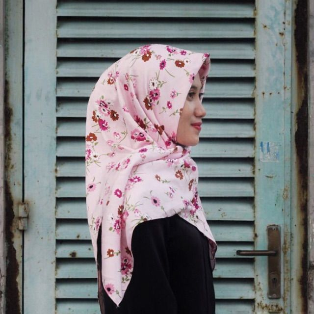 Saya menjual Hijab Zvana Pink seharga Rp58.000. Dapatkan produk ini hanya di Shopee! https://shopee.co.id/veils/406988334 #ShopeeID