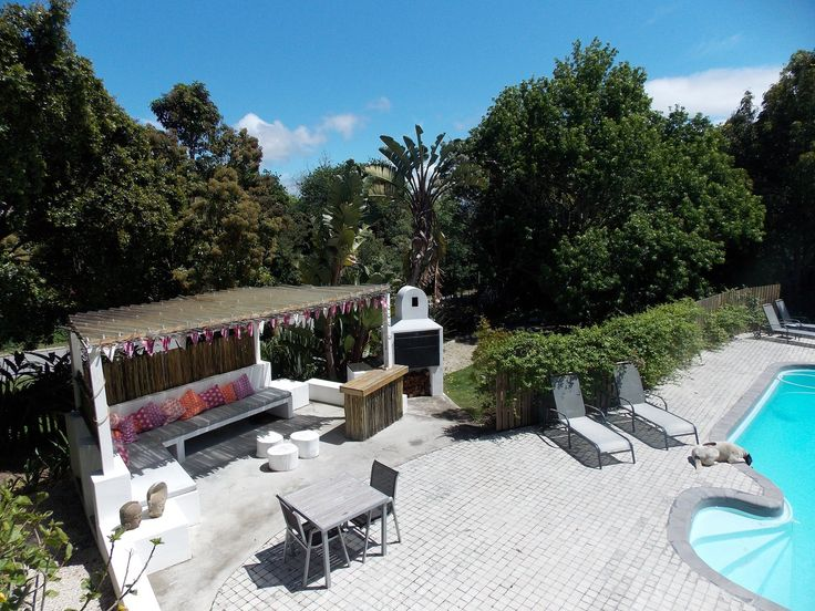 Stannards Guest Lodge is a 4-star guesthouse situated in a tree-lined suburb of Knysna on South Africa's scenic Garden Route. | Holiday Houses SA