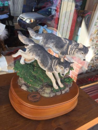 Pair Of Wolves Statue On Wooden Base 2454 National Geographic Society Music Box