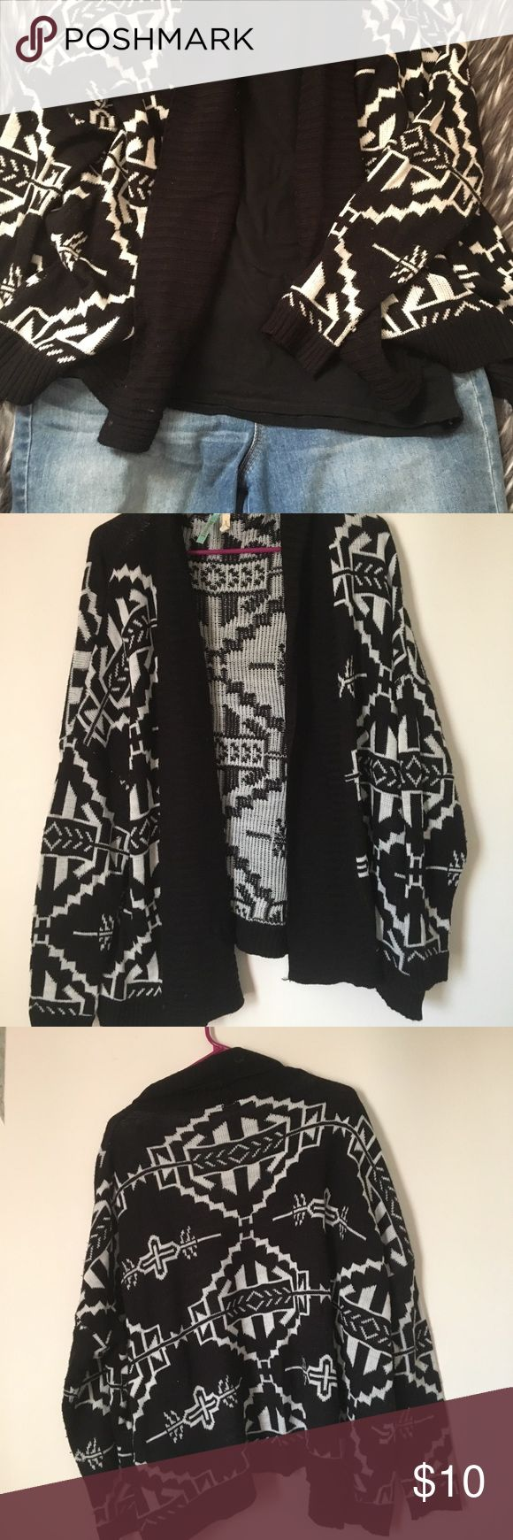 Aztec print cardigan Cute black and white Aztec print cardigan. Gently worn, nothing wrong. Soft and super cute with jeans or leggings and a basic tee/tank 😊 Forever 21 Sweaters Cardigans