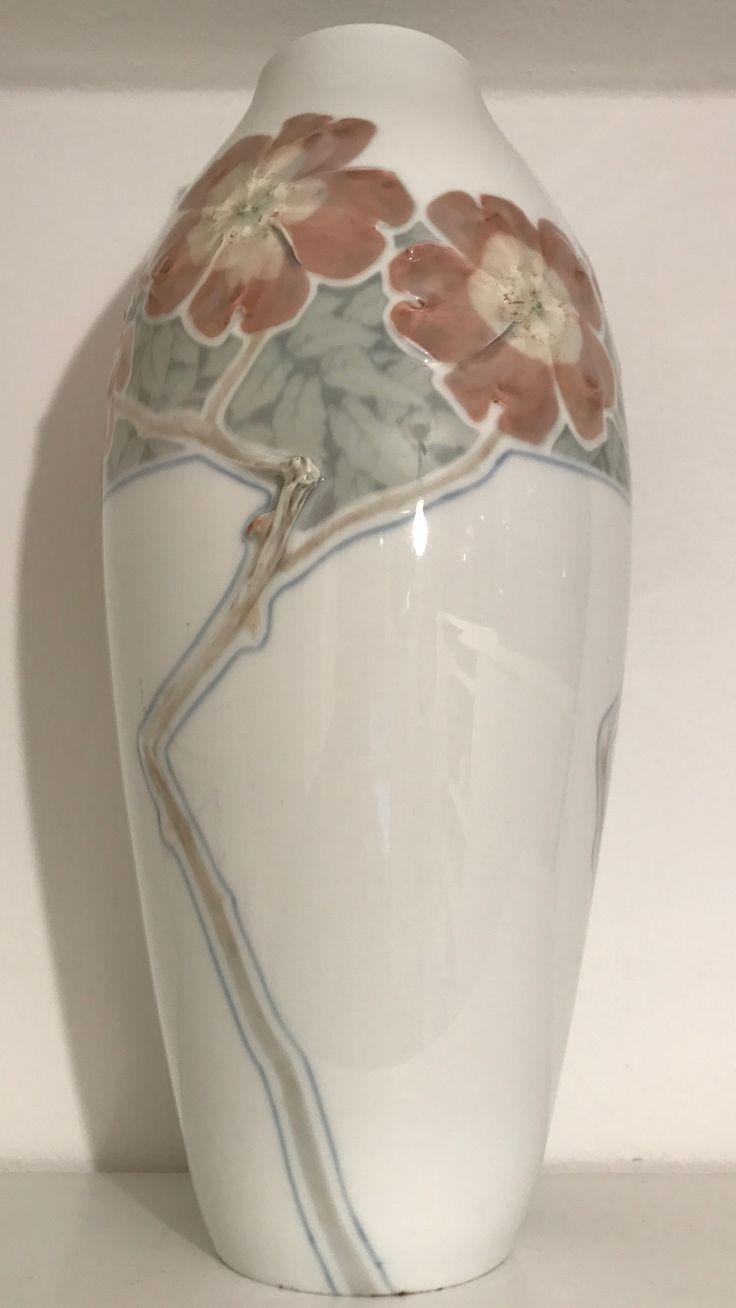Meißen , Vase ,  HECKENROSEN.  (   s. Anmerkungen bei der Detaildarstellung ).