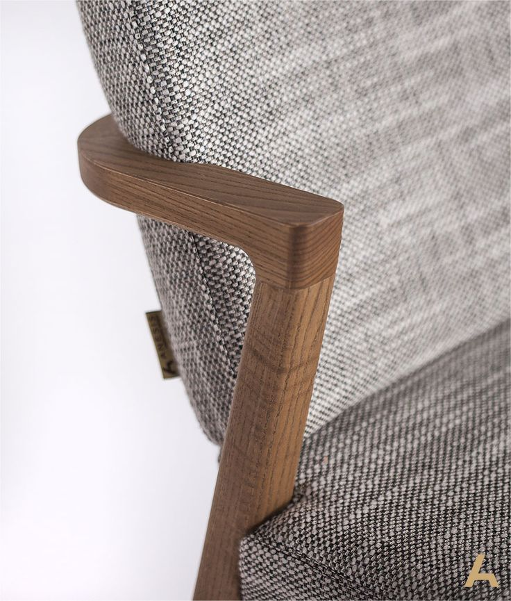 Mossa Chair, Oak. Designed and manufactured by Anesis.