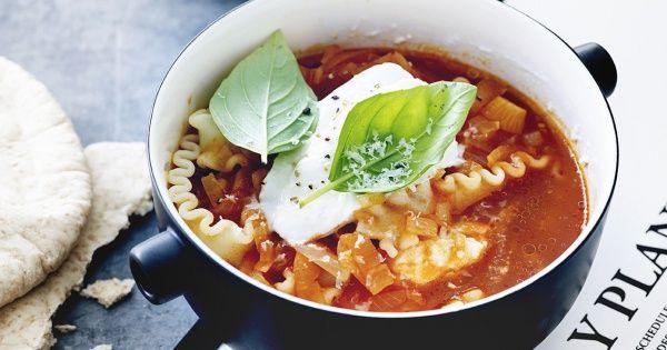 Tip: Serveer bij deze soep gegrilde pitabroodjes of stukjes ciabatta ingesmeerd met knoflook. Ook heerlijk met kippenblokjes, worstjes of spekjes.