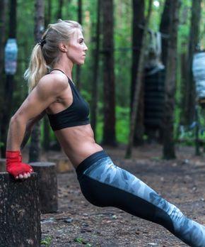 Triceps Dips straffen Arme und Brust.