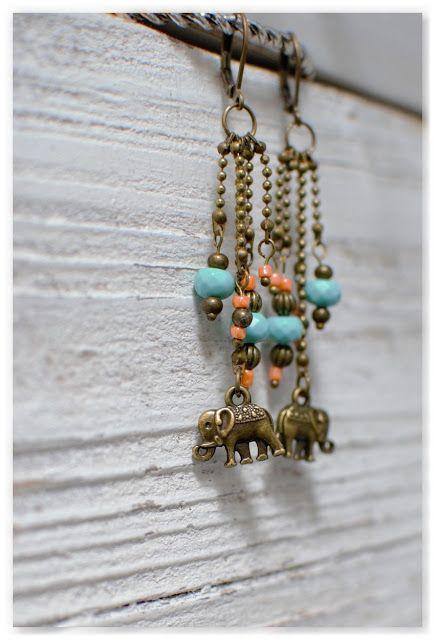 Des boucles d'oreilles pendantes éléphants en bronze vieilli et perles turquoises et oranges, dont je vous propose le tutoriel sur le blog de Breloque & Pendentif !