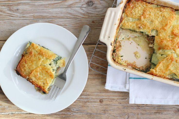 We laten je vandaag zien hoe je een lekkere ovenschotel met gehakt en spinazie kunt maken. Binnen 15 minuten staat deze ovenschotel in de oven.
