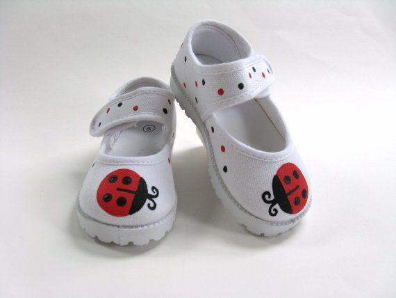 Barnskor - Girls Red Ladybug Shoes Baby and Toddler by boygirlboygirldesign, $25.00 - Hos www.shoelovers.se