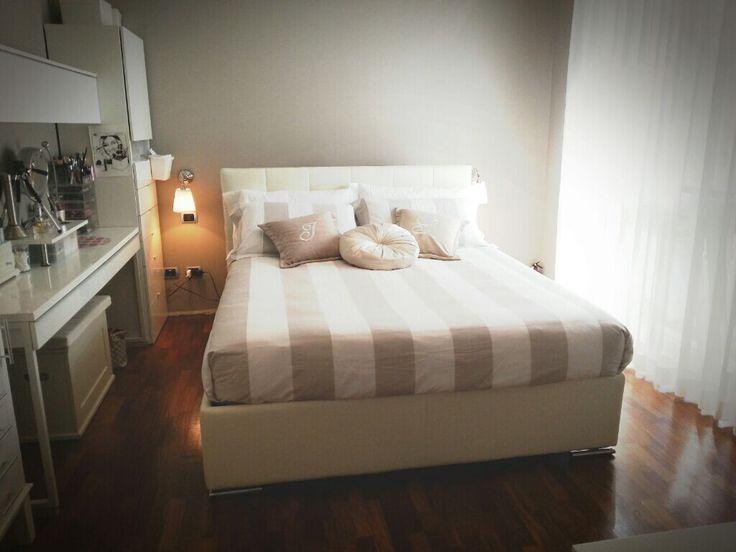 @simplynabiki ha scelto il nostro modello PREMIUM ETHOS in pelle bianca. Un vano contenitore super-capiente per organizzare al meglio lo spazio in camera da letto!  http://www.oggioni.it/prodotti.asp?codice_categoria=oc001