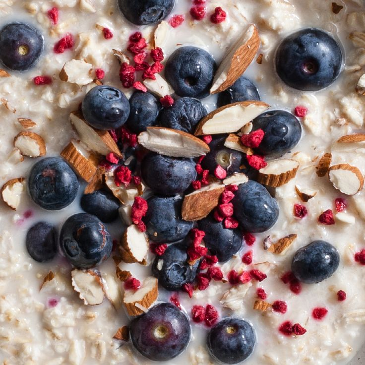 Get healthy in 2017 with these vibrant and nutritious porridge ideas inspired by Norway. Blueberries, freeze dried raspberries & almonds.