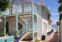 Een heerlijk vakantiehuis in de Provence! Vanuit je luxe vrijstaande vakantiehuis met privé-zwembad geniet je van kleurrijke lavendel - en zonnebloemvelden. #vakantiehuis #provence Gespot op: http://www.zook.nl/vakantiehuizen/frankrijk