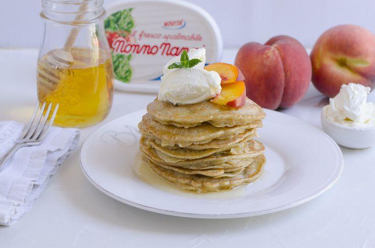 #Pancake alle #pesche e #FrescoSpalmabile #NonnoNanni #ricettedicucina #cucina #cooking #ricettedolci #ricetteamericane #colazione #miele #frutta #breakfast