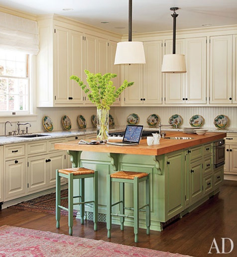 I like the lay out of an L-shaped area, with the center island being a different color, as well as having a different work surface. This lay out is nice.