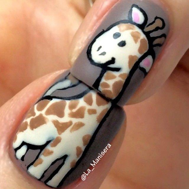 Giraffe nail art. By @La_Manisera #giraffe #griaffenails #animalnails